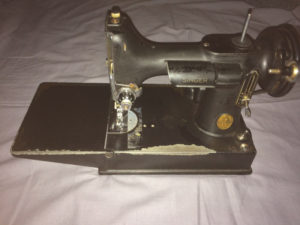 (SOLD) Singer Featherweight Sewing Machine